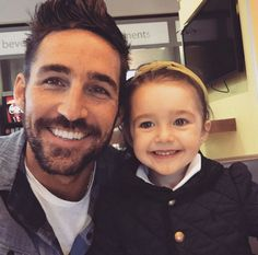 Jake Owen captured a surprise concert by his daughter Pearl.