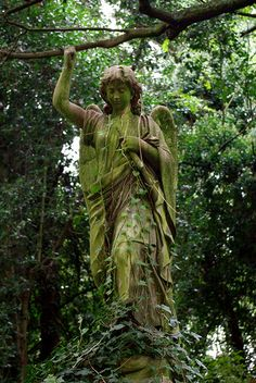 Highgate Cemetery, North London- totally a weeping angel. Cemetery Angels, Cemetery Statues, Cemetery Art, Old Cemeteries, Graveyards, Angeles, Little Shop Of Horrors, Angels Among Us, Guardian Angels
