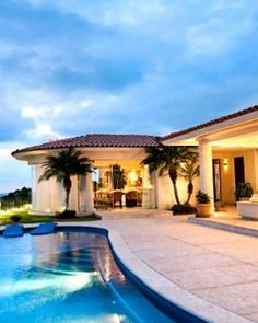 10 Bedroom with pool! | Homes for my Parents | Pinterest ...
