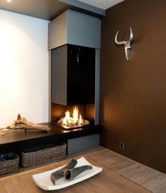 strakke haard. Cosy Interior, Interior Design, Garden Floor, Dining Room Colors, Wood Burner, Fireplace Design, New Living Room, Sweet Home, Lounge