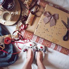 Dneska jsem oficiálně zabalila první dárek! Juchuu a co vy? Už mate nakoupeno a zabaleno? A co nějaký tip na dárek máte? Protože já už si nevím rady...můj kluk už má všechno co potřebuje...mě logicky že jo ale co dál?  #christmas #vanoce #darek #present #christmastime #santaclaus #wrapping #paper #winter #flatlay #deer #cute #love #blog #blogger #bloger #coffee #likeforlike #like4like #pictureoftheday #merrychristmas #cookies #czechgirl #girl #czech