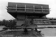 Uniwersus (Centralny Dom Handlowy Domu Książki), Warszawa, 1980, projekt arch. Leszek Sołonowicz, arch. Ryszard Lisiewicz, arch.Arkadiusz Starski, wnętrza: Włodzimierz Kaczmarzyk