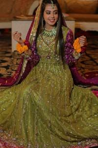 Nothing speaks of femininity and class louder than this mehndi outfits for bridesmaids. The sequinned whimsical florals embroidered across the flattering bodice in this ethereal frock is sure to turn heads in every room you walk into. The pairing of champagne zardozi work with parrot green fabric is an artist's dream colour palette. The frock […] The post Parrot Green Anarkali Frock – Lehenga appeared first on Latest Pakistani Fashion 2020 - Formal Wear - Anarkali - Party Clothing - Pishwa