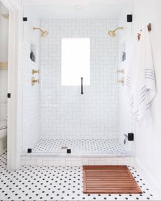Home Interior Classic White Bathroom renovation with black and white tile, gold bathroom fixtures, and beautiful classic accessories for a gorgeous master bath. Bad Inspiration, Bathroom Inspiration, Bathroom Inspo, Cool Bathroom Ideas, Gold Bad, Ideas Baños, Tile Ideas, Decor Ideas, Black And White Tiles