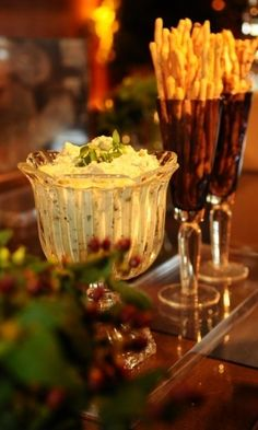 Dip de Manjericão e Pesto de Rúcula, acompanhado de Grissinis diversos; da Tatá Cury (www.tatacury.com.br)