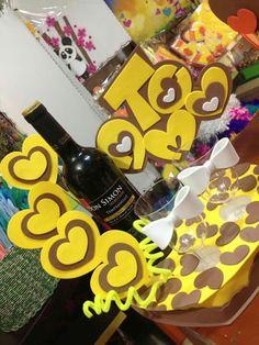Funny Wedding Cakes, Unique Wedding Cakes, Wedding Cake Toppers, Funny Cake Toppers, Diy Cake Topper, Wedding Cake With Initials, Aunt Peaches, Barbie Cake, Happy Birthday Cake Topper