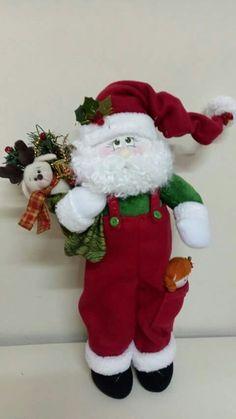 Papá noel Christmas Tree Garland, Christmas Tree Decorations, Christmas Stockings, Holiday Decor, Christmas Sewing, Christmas Crafts, Xmas, Yard Ornaments, Christmas Inspiration