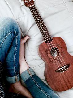 Play ukulele, make music