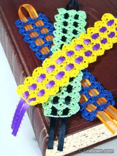 easy shelled crochet bookmark with ribbon - free pattern