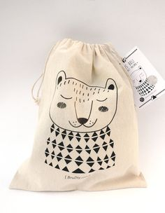 Eco-cotton Crochet Bear / Soft toy with a bag / Ós bru / by BruDiy Craft Packaging, Pretty Packaging, Packaging Design, Crochet Bear, Cotton Crochet, Creative Gift Wrapping, Jute Bags, Bear Toy, Kids Prints