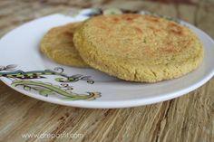 Arepas de Plátano Verde y Coco   arepasfit.com Cornbread, Pancakes, Cooking Recipes, Keto, Breakfast, Ethnic Recipes, Desserts, Food, December