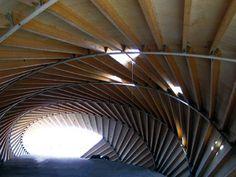 ただ、ただ、曲線による構造美。 どんなに緻密な構造計算があるのでしょうか。