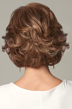 New Bob Haircuts 2019 & Bob Hairstyles 25 Bob Hair Trends for Women - Hairstyles Trends Curly Bob Hairstyles, Short Curly Hair, Wavy Hair, Short Hair Cuts, Ombre Hair, Short Wavy, Hairstyles 2018, Pixie Haircuts, Medium Hair Styles