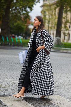 Street style fashion / Fashion week / Streets throughout the Women's Summer Fashion, Fashion Week, Fashion 2020, Look Fashion, Autumn Fashion, Womens Fashion, Paris Fashion, Street Style Chic, Cool Street Fashion