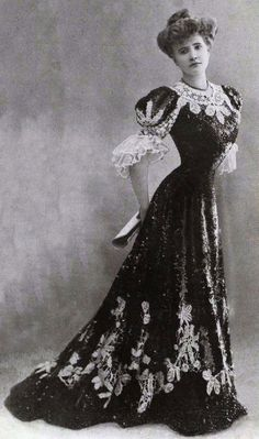 """A """"Gibson Girl"""" look from I understand how unhealthy the corset did the… 1900s Fashion, Edwardian Fashion, Vintage Fashion, Edwardian Era, Historical Costume, Historical Clothing, Belle Epoque, Vintage Mode, Vintage Ladies"""