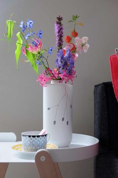 prchtg vaas gekleurde bloemen Marsala, Still Life, Flower Power, Planter Pots, Ceramics, Ornaments, Vases, Lust, Decorations