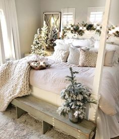Oh my Oh my! 😍😍 What a nice way to wake up on this Saturday morning ☀☀! We seriously cannot get enough of this holiday G L A M! 🙌🙌✨✨ This master bedroom screams shabby chic christmas Winter Bedroom Decor, Cozy Bedroom, Shabby Chic Christmas, Christmas Home, Cheap Christmas, Home Design, Design Ideas, Bedroom Decorating Tips, Christmas Getaways