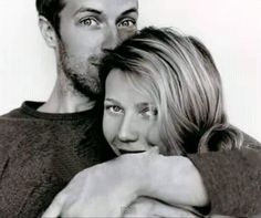 Gwyneth Paltrow & Chris Martin in a rare display of togetherness #DateNight Chris Martin, John Martin, Pretty People, Beautiful People, Beautiful Life, Beautiful Pictures, Beautiful Things, Coldplay, All You Need Is Love