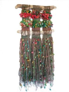 artes naturales - Buscar con Google Weaving Textiles, Weaving Art, Tapestry Weaving, Loom Weaving, Weaving Wall Hanging, Hanging Art, Weaving For Kids, String Crafts, Creation Deco