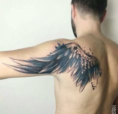▷ Cool and Inspirational Wing Tattoo Designs and I .- ▷ 1001 + coole und inspirierende Flügel Tattoo Designs und ihre Beudetungen tattoo wing, man with realistic tattoo on the back and upper arm, feather - Wing Tattoo Men, Wing Tattoos On Back, Wing Tattoo Designs, Upper Arm Tattoos, Tattoo Arm, Upper Back Tattoo Men, Tattoo Motive, Cool Shoulder Tattoos, Back Of Shoulder Tattoo