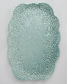 Really cool lace pottery. I kinda want to try this. Pottery Plates, Craft Projects, Craft Ideas, Xmas Gifts, Polymer Clay, Decorative Plates, Shabby Chic, Turquoise, Crafty