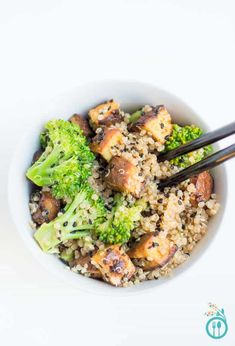 Tofu Quinoa Stir-Fry with Broccoli - an AMAZING meal that's #vegetarian and #glutenfree