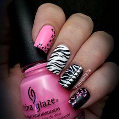 cheeta and zebra print nails Zebra-Nagel-Designs Creative Nail Designs, Pretty Nail Designs, Creative Nails, Acrylic Nail Designs, Get Nails, Fancy Nails, Love Nails, Hair And Nails, Gorgeous Nails