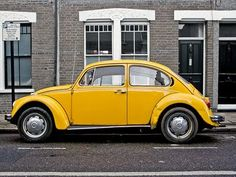 Yellow Volkswagen Beetle Vintage Volkswagon Beetle :)) reminds me of your car named sunshine ♥ U Volkswagen Beetle Vintage, Volkswagen Routan, Beetle Car, Volkswagon Bug, Free Cars, Chevy Camaro, Vw Beetles, Mellow Yellow, Porsche