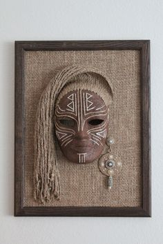 Mascara is often a cosmetic commonly which is used to increase the eyelashes. Clay Wall Art, Clay Art, African Art Paintings, African Crafts, Jute Crafts, Masks Art, Clay Masks, Cardboard Art, African Masks
