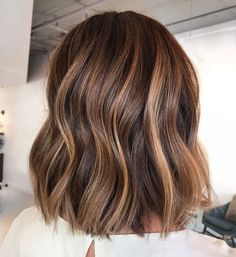 Tortoiseshell Hair Color Is Brightening Up Brunettes This Summer - nina Balyage Short Hair, Balayage Straight Hair, Short Brunette Hair, Balayage Hair Caramel, Brown Hair Balayage, Brown Blonde Hair, Balayage Hair Colour, Balayage Hair Brunette Caramel, New Hair