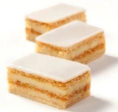 """Sábado de antojo... Disfruta hoy de una deliciosa """"MILHOJA"""" de la #reposteriaastor   www.elastor.com.co"""