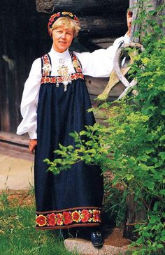 FolkCostume&Embroidery: Overview of Norwegian Costumes, part The eastern heartland Norwegian Clothing, Heartland, Norway, Textiles, Costumes, Embroidery, Clothes, Search, Natural