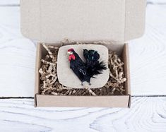 Embroidered rooster brooch #embroidery #stumpwork #rooster #polalab