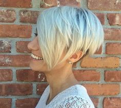The difference between a pixie cut and a bob could be the length of the hair. Pairing the two can result in a wonderful combination that will bring out the best of both hairstyles. This platinum pixie cut and short bob combination features an uneven cut that leaves longer bangs at the temples and a shorter cut towards the back. The layered locks feature wonderful dimensions thanks to a dark under shave.