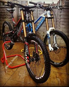 Which one do you pick? Santa Cruz V10 or Mondraker Summum? ________________________________ Follow @Racing_Factoryy!! Best Downhill MTB…