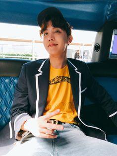 jung hoseok (j-hope) ♡ bts Jungkook Jeon, Jhope Bts, Bts Bangtan Boy, Bts Boys, Gwangju, Bts J Hope, Jung Hoseok, Korean Boy Bands, South Korean Boy Band