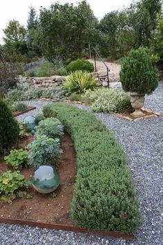 Perfekt Mediterrane Gartengestaltung Kies Pflanzen Zypresse Straeucher Schoen