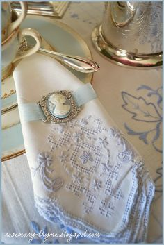 I love French country style, shabby chic , romantic and white style. This is just random things I love. Beautiful Table Settings, Napkin Folding, Linens And Lace, Decoration Table, My Tea, Shades Of Blue, Tea Time, Tea Party, Napkins