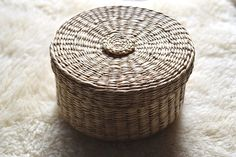 Vintage Woven Lidded Bowl Vintage Bowl with Lid Vintage Vintage Bowls, Vintage Items, Wooden Basket, Boho Decor, Baskets, Boxes, Container, Etsy, Haus