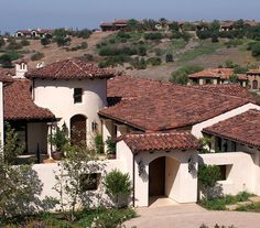Mediterranean Home Mansard Roof Design, Pictures, Remodel, Decor and Ideas Spanish Style Homes, Spanish House, Spanish Revival, Villa Design, Roof Design, Mansard Roof, Corrugated Roofing, Fibreglass Roof, Front Courtyard