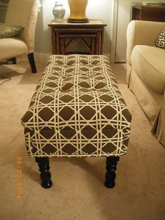 DIY coffee table to ottoman     To put at the foot of our bed ... hmmm