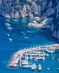 Amalfi Coast Tours in south of Italy by locals. Discover the Amalfi Coast with us by visiting places like Amalfi, Ravello, Capri, Positano. Sailing Holidays, Cruise Holidays, Capri Tour, Amalfi Coast Tours, Travel Couple, Family Travel, Luxury Holidays, Boat Tours, Mediterranean Sea