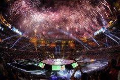 Fiesta de la Duodécima en el Santiago Bernabéu | fotos | Real Madrid CF Neymar Jr Wallpapers, Ronaldo Wallpapers, Fotos Real Madrid, Real Madrid Captain, Santiago Bernabeu, Architecture, Concert, Football, Party Photos