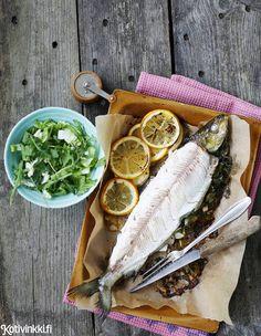 Siika uunissa | Kotivinkki Work Meals, Fresh Rolls, Fish Recipes, Food Styling, Meat, Ethnic Recipes, Magazine, Traditional, Style