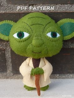 PDF sewing pattern to make a felt Yoda 4.9 inches tall (12,5 cm). It is not a finished doll. Includes tutorial with pictures and step by step explanation. For hand sewing. Difficulty: medium Instructions in Spanish-English. Things to do with this pattern can be sold in your own shop. Mass