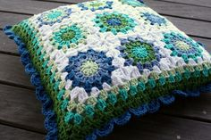 Sunburst cushion by rettgrayson, via Flickr  Love the colors.