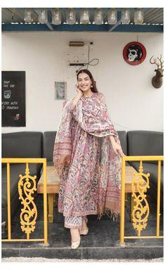 Simple Kurti Designs, Stylish Dress Designs, Kurta Designs Women, Stylish Dresses, Casual Indian Fashion, Indian Fashion Dresses, Dress Indian Style, Pakistani Dresses Casual, Pakistani Dress Design