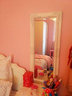 Καθρέφτης στο παιδικό δωμάτιο Oversized Mirror, Furniture, Home Decor, Decoration Home, Room Decor, Home Furnishings, Home Interior Design, Home Decoration, Interior Design