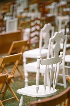 love this idea of totally mismatched chairs for the ceremony! // photo by T C photographie Wedding Ceremony Chairs, Rustic Wedding Seating, Wedding Ceremony Decorations, Ceremony Backdrop, Wedding Bells, Reception, Mismatched Chairs, Brunch Wedding, Indoor Wedding