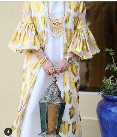 ,beautiful wight and gold,; Iranian Women Fashion, Arab Fashion, Muslim Fashion, Modest Fashion, African Fashion, Fashion Dresses, Mode Abaya, Mode Hijab, Arabic Dress